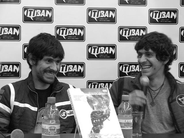 Gabriel Bá e Fábio Moon na Itiban para o lançamento de Daytripper